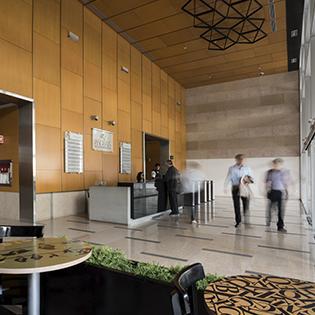 Corporativo Acueducto cuenta con cafetería y a distancia caminable de más de 50 opciones para comer.